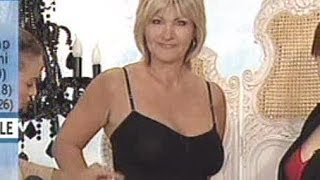 Repeat youtube video Julie Wilkinson, Shapewear camisole, Ideal World, April 2007