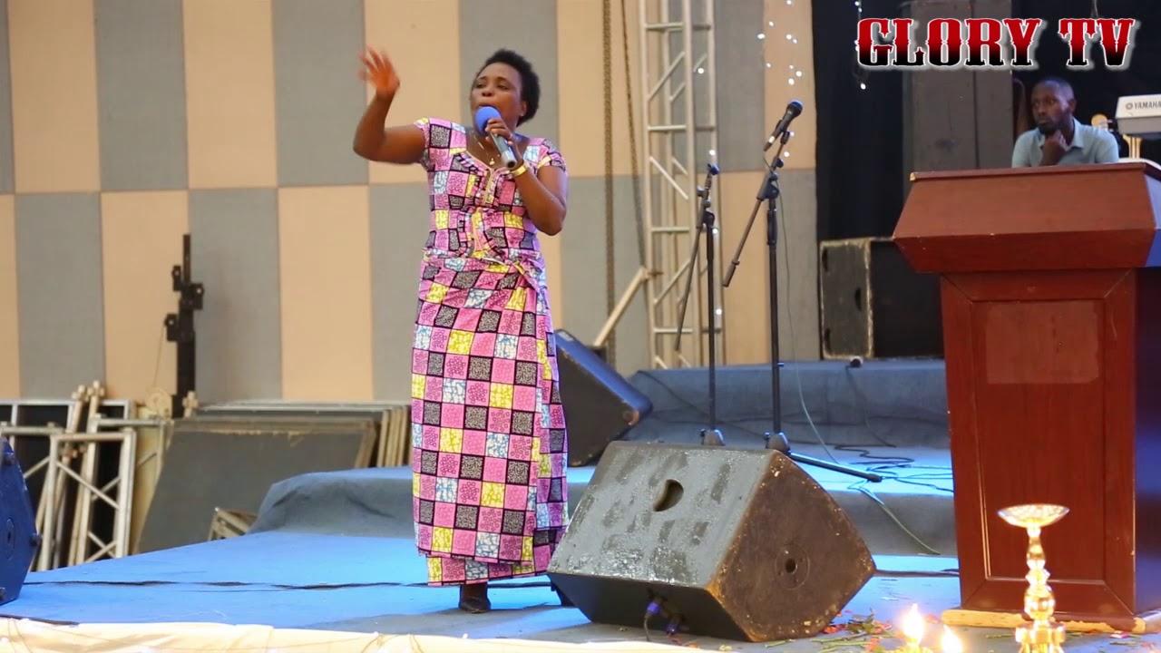 Pastor KAMIKAZI : Gushima Imana ni igikorwa cy'abanyambaraga /Impamvu 5 zituma dushima Imana