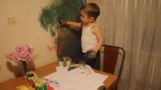 Малой рисует на стене. КРАСАВЧИК! ПАПА БУДЕТ РАД!