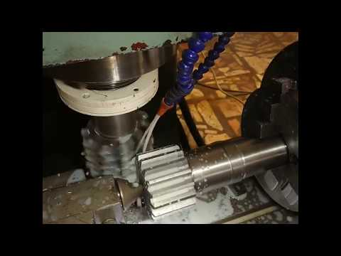 Rotormann - Rotary Table With Synchronizer In Action / Cutting Gear Wheel M5