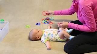Развивающие занятия для детей до 3 месяцев: МЕЛКАЯ МОТОРИКА