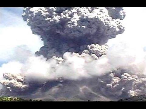 ERUPTION Mount Kelud - Volcanic Ash Rain - VOLCANO Erupsi Gunung Kelud [HD]