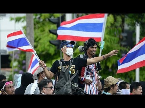 Thai PM calls for talks as police use rubber bullets on protesters