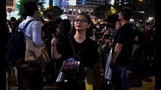 香港抗议队伍中的师奶
