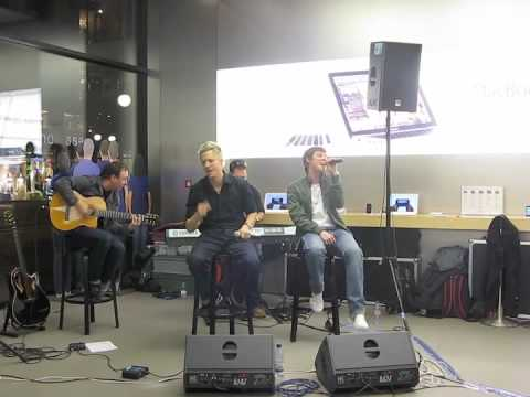 Lucas at the Zürich Apple Store: I Feel