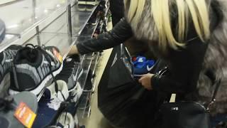 Рейд полиции в саратовском ТЦ закончился изъятием кроссовок и одежды