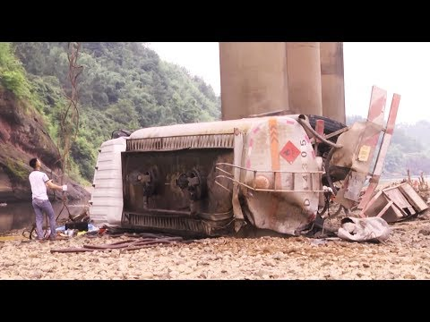 Tanker Truck Plunges off Bridge, Killing Driver in east China City