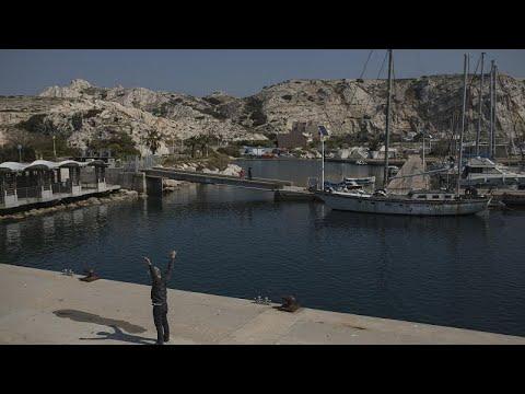 Confinés sur les îles de Frioul, un ancien lieu de quarantaine lors de la peste