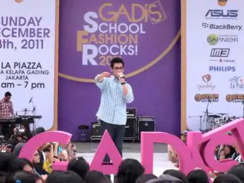 Afgan-Ordinary People (Live at GADIS School Fashion Rocks! 2011)