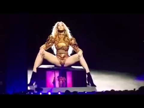 """Beyoncé Dancing  """"Itty Bitty Piggy"""" By Nicki Minaj  At Formation World Tour"""