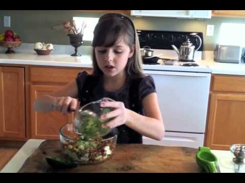 Avocado Fall Ensalada by Maya | Avocados from Mexico Mini Chef Video Contest | Muy Bueno