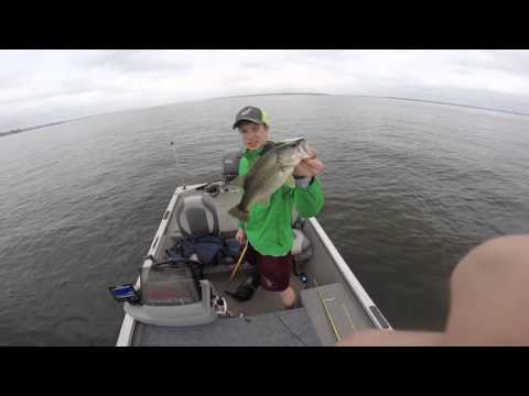 Bass fishing lake conroe youtube for Lake conroe bass fishing