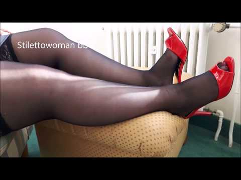 Dangling with red Pantoletten, Stilettowoman bbw