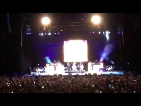 Earth, Wind and Fire - Intro - Power, Africano, Faces/Boogie Wonderland - O2 Arena 1/7/16