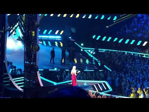 Backstreet Boys - LIVE PERFORMANCE AT CMA AWARDS 2018 - Don't Go Breaking My Heart