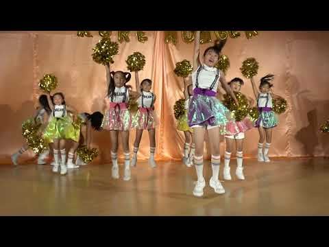 Umer Dancing on Lak 28 Kure Da 2011 - YouTube