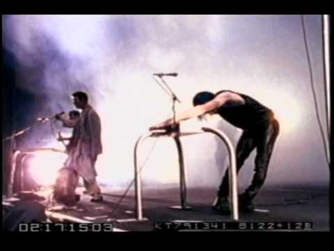 David Bowie with Nine Inch Nails (NIN) subterraneans and scary monsters live 1995