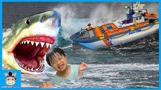 물놀이 하다 바다 빠진 미니! 상어 가족 공격? 레고 해안 경비대 탈출 (꿀잼 상황극ㅋ)♡ 레고시티 블럭 장난감 놀이 lego city | 말이야와친구들 MariAndFriends