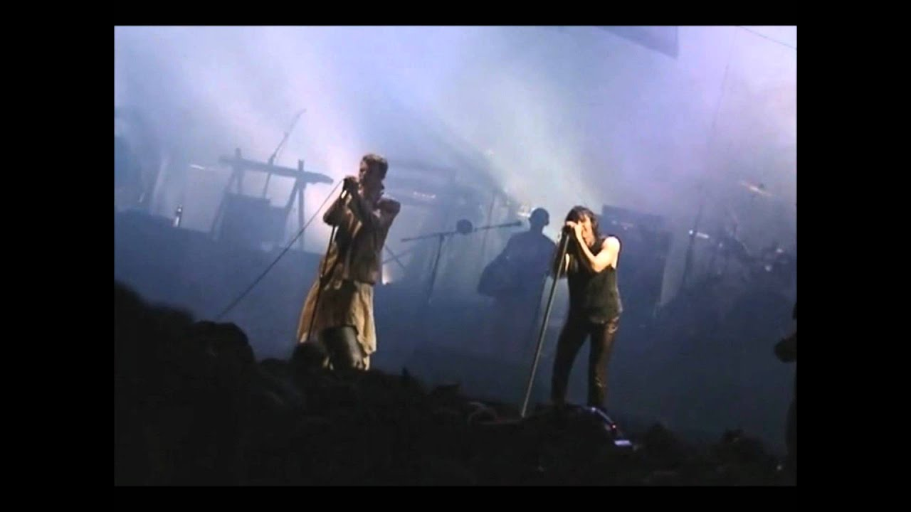 Nine Inch Nails featuring David Bowie - Reptile (live) - YouTube