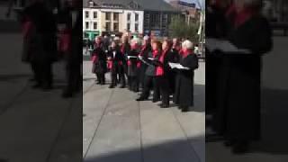 Old ladies singing for Mo Salah Egyptian king song