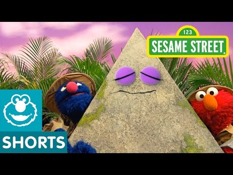 Sesame Street: Grover and Elmo Find a Pyramid