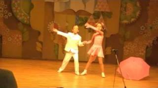 Машка и Мишка Танец с зонтиком: