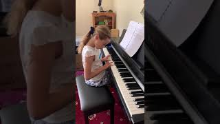"Olivia performing ""Lavender's Blue"" and ""Frère Jacques"""