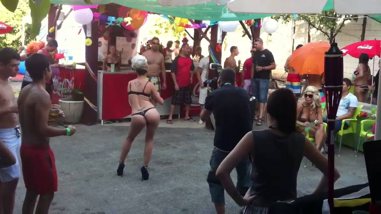 Pool party! - YouTube