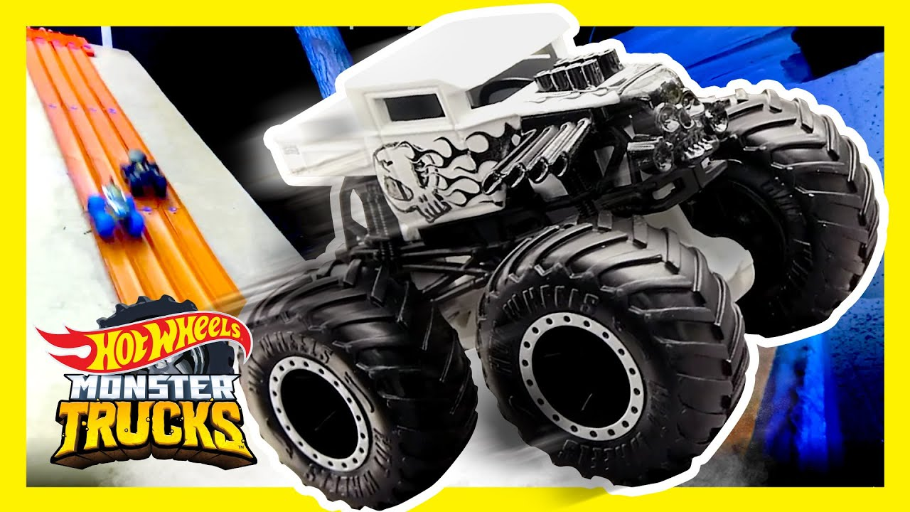 FREE FALLING IN THE DARK! | Monster Trucks | @Hot Wheels