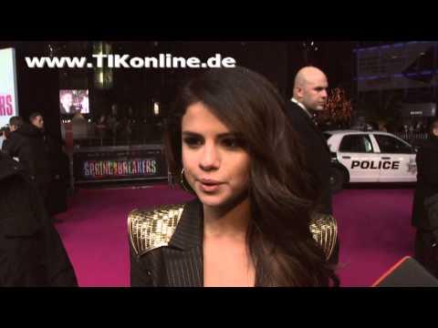 """""""Selena Gomez"""" bibbert im Interview weil sie zu nackt angezogen ist (TIKonline)"""