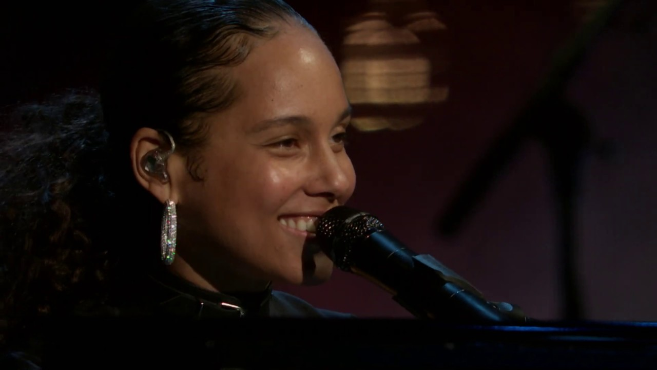 Download Alicia Keys performs Tupac Shakur medley at the 2017 Rock & Roll Hall of Fame Induction Ceremony