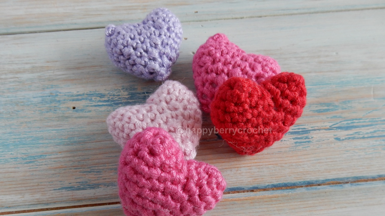Easy crochet heart FREE PATTERN - KNITTED STORY BEARS | 720x1280