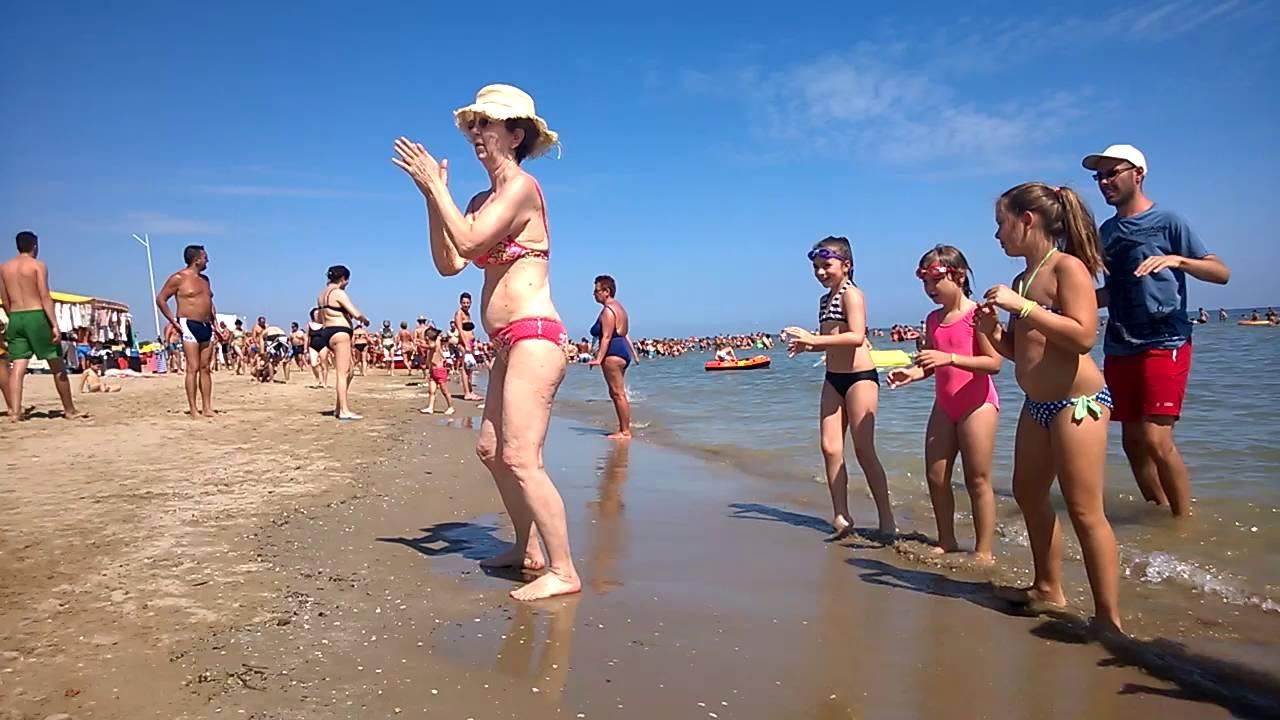 Reby - balli di gruppo al mare - YouTube
