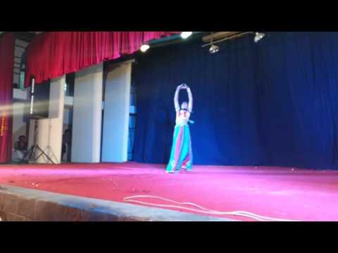 chum chum paye waje ghungur dance by girija kulkarni