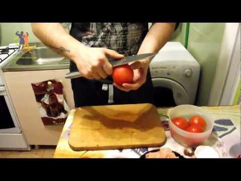 Куриная грудка тушенная с помидорами