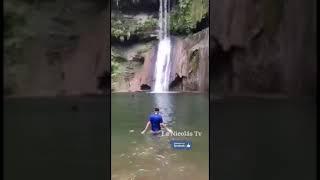 TURISTA MUERE AL SALTAR DESDE LO ALTO DE UNA CASCADA DURANTE LA GRABACIÓN DE UN VIDEO DE #DON_DAY