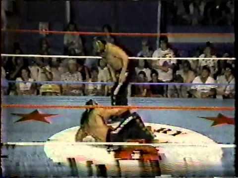 Bruce Hart & Brian Pillman vs. Veit con Express