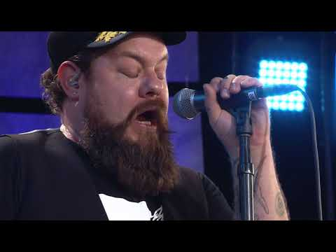 Nathaniel Rateliff and the Night Sweats - Out on the Weekend (Live at Farm Aid 2017))