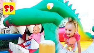 Беби Борн Батут Крокодил с горкой Baby Born Trampoline big crocodile(Беби Борн это любимая кукла всех девочек! А если с Беби Борном попрыгать на огромном батуте, то играть стано..., 2016-08-13T08:08:50.000Z)