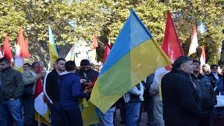 В Одессе под мэрию согнали бюджетников: начальник сказал прийти(В Одессе на Думскую площадь в поддержку мэра Геннадия Труханова согнали несколько сотен бюджетников. Отмет..., 2016-09-21T08:30:28.000Z)
