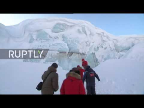 Russia: Putin, Medvedev and Shoigu visit glaciers and meet ecologists on Franz Josef Land