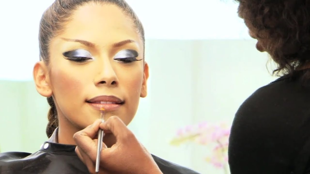 Beyonce makeup tutorial video phone part 1 foundation application beyonce makeup tutorial video phone part 1 foundation application youtube baditri Image collections