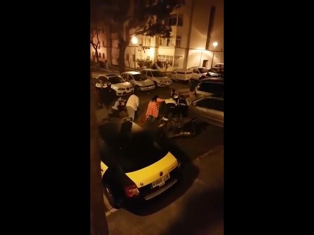 Paliza a seis mosso d'esquadra en Hospitalet de Llobregat