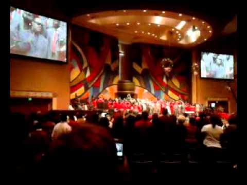 Stevie Wonder ed up at church and sang!