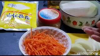 Кулинария. Южно-корейское кимчи из пекинской капусты и кочутяй.