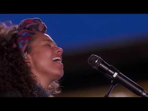 If I Ain't Got You /  Gravity - Alicia Keys ft. John Mayer  (New York Time Square)