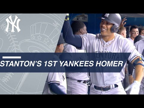 Stanton crushes a homer in first Yankees AB