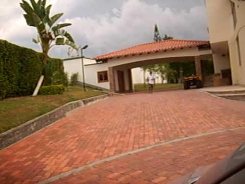 Entrada a casa remodelacion desde muros exteriores youtube for Remodelacion de casas