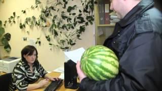 Байкеры накормили суд арбузами