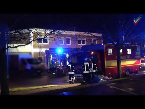 Bergkamen: MAnV - 180 Einsatzkräfte bei Brand in Mehrfamilienhaus in Oberaden